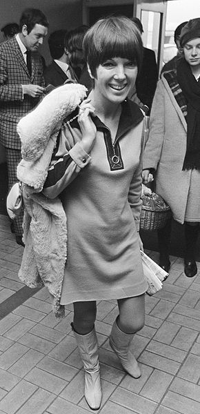 Mary_Quant_in_a_minidress_(1966).jpg