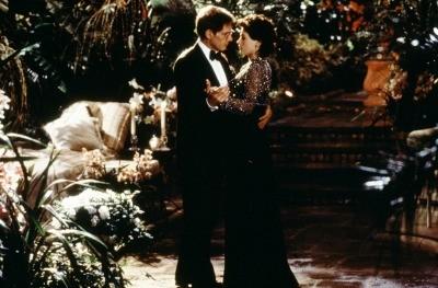 Sabrina (Julia Ormond) dances with Linus Larrabee (Harrison Ford) in the romantic film.