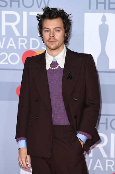 Harry Styles with a touch of pearl at the Brit Awards 2020
