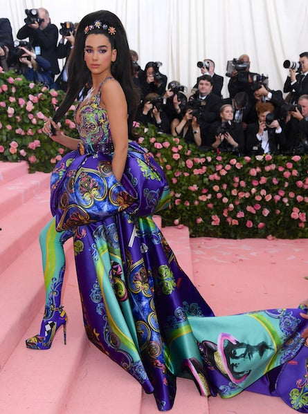 Dua Lipa masterfully mixes cool colors in this Atelier Versace gown at the 2019 Met Gala.