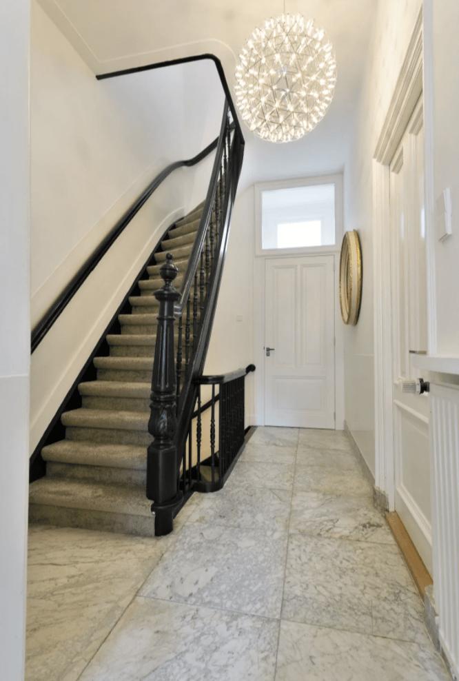 A simple yet elegant foyer.